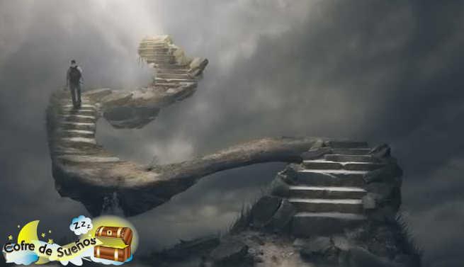 soñar con escaleras que suben hacia el cielo